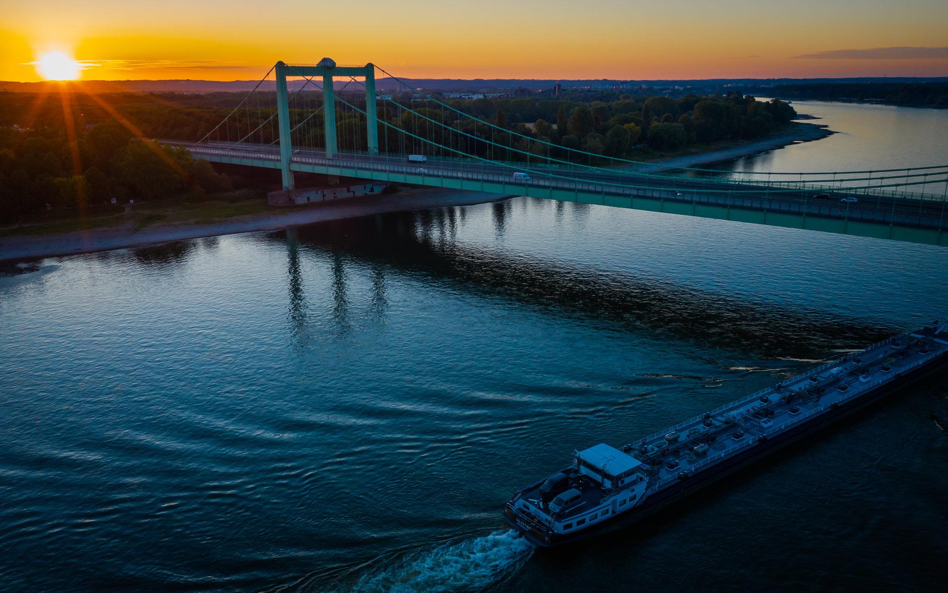Rodenkirchener Brücke bei Sonnenaufgang